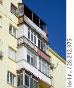 Купить «Восьмиэтажный четырёхподъездный кирпичный жилой дом, построен в 1930 году. Красноармейская улица, 2, корпус 1. Район Аэропорт. Город Москва», эксклюзивное фото № 28212975, снято 18 марта 2018 г. (c) lana1501 / Фотобанк Лори