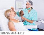 Купить «Cosmetician explaining treatment to patient», фото № 28213315, снято 28 июля 2017 г. (c) Яков Филимонов / Фотобанк Лори