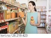 Купить «Woman choosing color drinks in bottle», фото № 28219423, снято 6 июня 2017 г. (c) Яков Филимонов / Фотобанк Лори