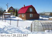 Купить «Дачный дом с участком зимой», фото № 28222847, снято 24 марта 2018 г. (c) Елена Коромыслова / Фотобанк Лори
