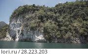 Купить «Tropical Thai jungle lake Cheo lan, island, wild mountains nature national park ship yacht rocks», видеоролик № 28223203, снято 23 марта 2018 г. (c) Aleksejs Bergmanis / Фотобанк Лори