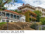 Купить «Street in Tbilisi, Georgia», фото № 28225475, снято 11 октября 2017 г. (c) Boris Breytman / Фотобанк Лори