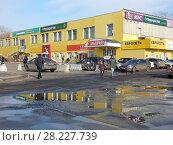Купить «Город Москва. Торговый центр «Подсолнухи». Открытое шоссе, 9, строение 1. Район Богородское», эксклюзивное фото № 28227739, снято 25 марта 2018 г. (c) lana1501 / Фотобанк Лори