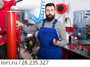 Купить «Male Worker is ready to use his tools», фото № 28235327, снято 15 августа 2018 г. (c) Яков Филимонов / Фотобанк Лори