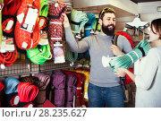 Купить «Smiling climbers choosing alpinism crampons», фото № 28235627, снято 24 февраля 2017 г. (c) Яков Филимонов / Фотобанк Лори