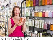 Купить «Woman take a choise shampoo», фото № 28239915, снято 2 мая 2017 г. (c) Яков Филимонов / Фотобанк Лори