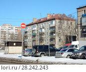 Купить «Пятиэтажный двухподъездный кирпичный жилой дом серии I-511, построен в 1961 году. Ивантеевская улица, 15, корпус 1. Район Богородское. Москва», эксклюзивное фото № 28242243, снято 29 марта 2018 г. (c) lana1501 / Фотобанк Лори