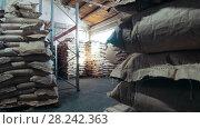 Купить «The large warehouse with packs of pasta at the macaroni manufacturing», видеоролик № 28242363, снято 18 января 2020 г. (c) Константин Шишкин / Фотобанк Лори