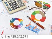 Купить «Графики, диаграммы, калькулятор и ручка. Бизнес-натюрморт», эксклюзивное фото № 28242571, снято 30 марта 2018 г. (c) Юрий Морозов / Фотобанк Лори