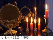 Купить «divination with vintage miror», фото № 28244863, снято 30 марта 2018 г. (c) Майя Крученкова / Фотобанк Лори