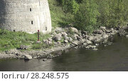 Купить «Boundary post of the Russian Federation on the river bank at fortress Ivangorod», видеоролик № 28248575, снято 2 февраля 2010 г. (c) Куликов Константин / Фотобанк Лори