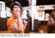 Купить «Adult woman is visiting museum», фото № 28258835, снято 22 октября 2017 г. (c) Яков Филимонов / Фотобанк Лори
