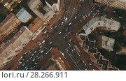Купить «Top down aerial view of intersection with a lot of cars», видеоролик № 28266911, снято 6 апреля 2018 г. (c) Ярослав Ковальчук / Фотобанк Лори