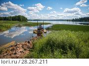 Купить «Очистка дна озера земснарядом», фото № 28267211, снято 9 августа 2017 г. (c) Pukhov K / Фотобанк Лори