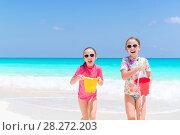 Купить «Little happy kids have a lot of fun at tropical beach playing together», фото № 28272203, снято 9 апреля 2017 г. (c) Дмитрий Травников / Фотобанк Лори