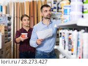 Купить «Two designer with shop list looking paint», фото № 28273427, снято 16 февраля 2018 г. (c) Яков Филимонов / Фотобанк Лори