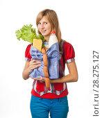 Купить «Девушка несет полный пакет продуктов», эксклюзивное фото № 28275127, снято 12 сентября 2010 г. (c) Давид Мзареулян / Фотобанк Лори