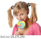 Купить «Девочка с хвостиками ест большой леденец», эксклюзивное фото № 28275299, снято 12 сентября 2010 г. (c) Давид Мзареулян / Фотобанк Лори