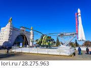 Купить «Ракета-носитель «Восток», вертолет МИ-8, павильон «Космос» на выставке достижений народного хозяйства, ВДНХ. Москва.», фото № 28275963, снято 24 марта 2018 г. (c) Владимир Устенко / Фотобанк Лори