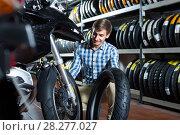 Купить «man customer buying motorcycle», фото № 28277027, снято 12 декабря 2018 г. (c) Яков Филимонов / Фотобанк Лори