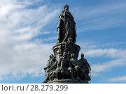 Купить «Бронзовый памятник Екатерине Великой на площади Островского», фото № 28279299, снято 18 августа 2017 г. (c) Pukhov K / Фотобанк Лори