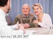 Купить «Pensioner and daughter with social employee», фото № 28291907, снято 7 июня 2020 г. (c) Яков Филимонов / Фотобанк Лори