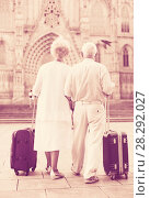 Купить «Rear view of traveling mature spouses», фото № 28292027, снято 27 августа 2017 г. (c) Яков Филимонов / Фотобанк Лори