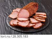 Купить «close-up of delicious sliced smoked ham», фото № 28305183, снято 5 апреля 2018 г. (c) Oksana Zh / Фотобанк Лори