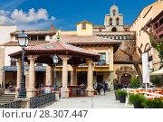 Купить «Испанская деревня в Барселоне - музей под открытым небом. Каталония, Испания», фото № 28307447, снято 6 апреля 2018 г. (c) Наталья Волкова / Фотобанк Лори
