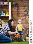 Купить «Mom and child are planting flowers», фото № 28307687, снято 14 апреля 2018 г. (c) Типляшина Евгения / Фотобанк Лори