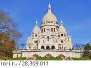 Купить «Basilique du Sacre Coeur (Basilica Sacre Coeur) on Montmartre in Paris, France», фото № 28309011, снято 20 августа 2019 г. (c) BE&W Photo / Фотобанк Лори