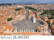Saint Peter's Square in Vatican and aerial view of the Rome city, Italy. Стоковое фото, агентство BE&W Photo / Фотобанк Лори