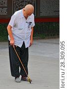 Купить «Man practising chinese calligraphy near the Temple in Beijing, China», фото № 28309095, снято 26 июня 2019 г. (c) BE&W Photo / Фотобанк Лори