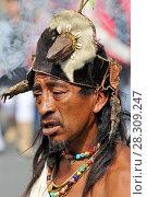Купить «Portrait of the traditional Aztec shaman in the capital city of Mexico», фото № 28309247, снято 18 января 2020 г. (c) BE&W Photo / Фотобанк Лори