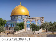 Купить «The Dome of the Rock on the Temple Mount in Jerusalem, Israel», фото № 28309451, снято 24 октября 2018 г. (c) BE&W Photo / Фотобанк Лори