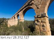 Купить «Roman aqueduct in city of Taragona in summer», фото № 28312127, снято 31 января 2018 г. (c) Татьяна Яцевич / Фотобанк Лори
