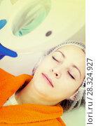 Woman client preparing to do beauty procedures. Стоковое фото, фотограф Яков Филимонов / Фотобанк Лори