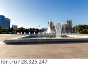 Купить «Fountain in national park in front of house of government in Baku. The Republic of Azerbaijan», фото № 28325247, снято 22 сентября 2015 г. (c) Евгений Ткачёв / Фотобанк Лори