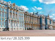 Купить «Большой Екатерининский дворец. Город Пушкин», эксклюзивное фото № 28325399, снято 3 мая 2017 г. (c) Александр Щепин / Фотобанк Лори