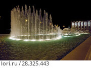 Купить «Fountain on the central avenue named Oilers. Located in front of the museum center building», фото № 28325443, снято 22 сентября 2017 г. (c) Евгений Ткачёв / Фотобанк Лори