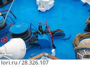 Купить «Корабль пришвартован. Якорная лебедка с веревкой на носу корабля», фото № 28326107, снято 23 августа 2017 г. (c) Pukhov K / Фотобанк Лори