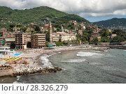 Купить «Городской пляж, Рекко, Италия», фото № 28326279, снято 12 мая 2013 г. (c) Юлия Бабкина / Фотобанк Лори