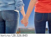 Купить «gay couple holding hands over golden gate bridge», фото № 28326843, снято 5 февраля 2015 г. (c) Syda Productions / Фотобанк Лори