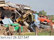 Купить «Автосвалка», фото № 28327547, снято 27 мая 2010 г. (c) Акиньшин Владимир / Фотобанк Лори