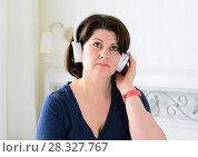 Купить «Portrait of woman with wireless headphones», фото № 28327767, снято 4 марта 2018 г. (c) Володина Ольга / Фотобанк Лори