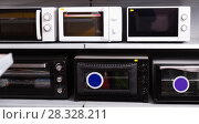 Купить «Image of assortment of a kitchen microwave at household appliances store», фото № 28328211, снято 1 марта 2018 г. (c) Яков Филимонов / Фотобанк Лори