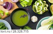 Купить «close up of vegetable green cream soup in bowl», видеоролик № 28328715, снято 14 апреля 2018 г. (c) Syda Productions / Фотобанк Лори