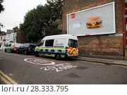 Купить «Immigration Enforcement Officers enter a property in Green Lanes, North London Featuring: Atmosphere, View Where: London, United Kingdom When: 20 Sep 2016 Credit: WENN.com», фото № 28333795, снято 20 сентября 2016 г. (c) age Fotostock / Фотобанк Лори