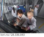 Купить «Children unravel the secret in the quest room», фото № 28336043, снято 21 октября 2017 г. (c) Яков Филимонов / Фотобанк Лори
