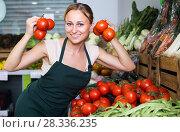 Купить «woman selling tomatoes on market», фото № 28336235, снято 21 августа 2019 г. (c) Яков Филимонов / Фотобанк Лори